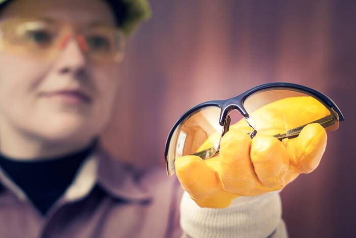 بررسی و مقایسه انواع عینک ایمنی