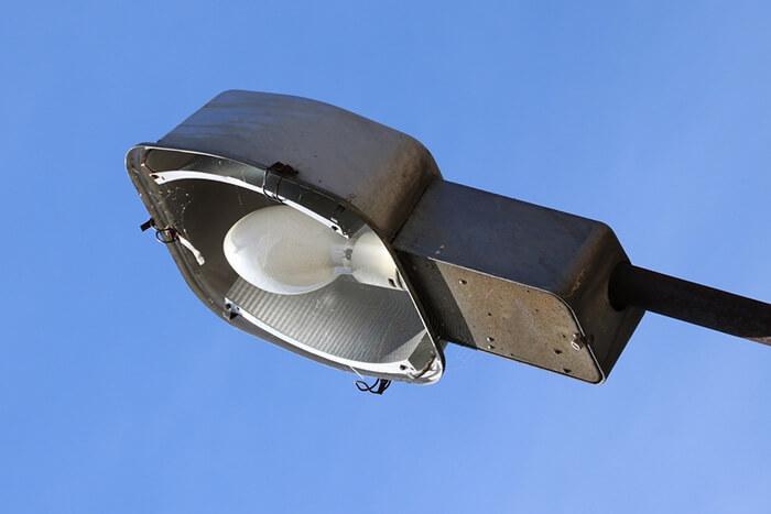 لامپ بخار جیوه (mercury-vapor-lamp)