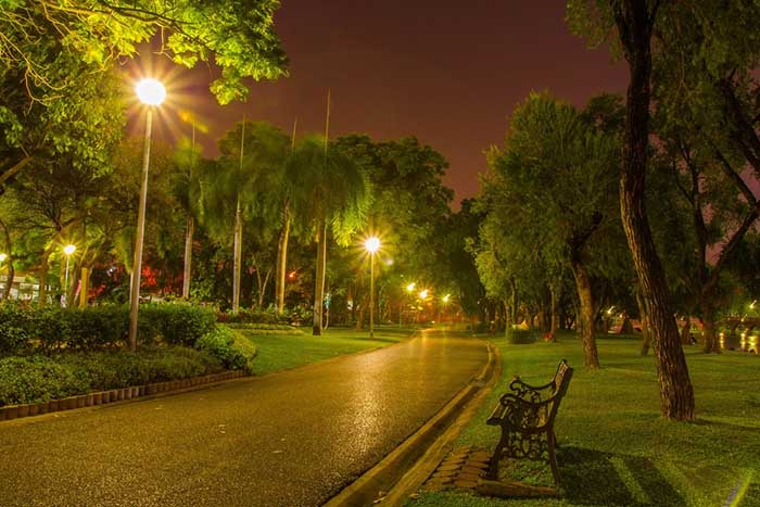 جنس چراغ های پارکی و محوطه ای