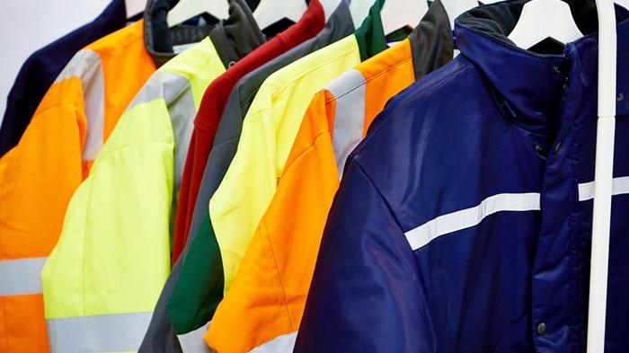 راهنمای خرید لباس کار | نکات مهم در هنگام انتخاب و خرید لباس کار